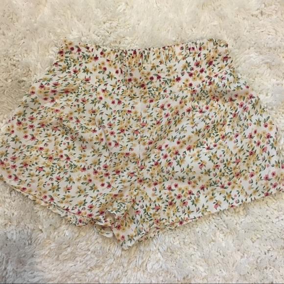 PacSun Pants - Floral Shorts💐